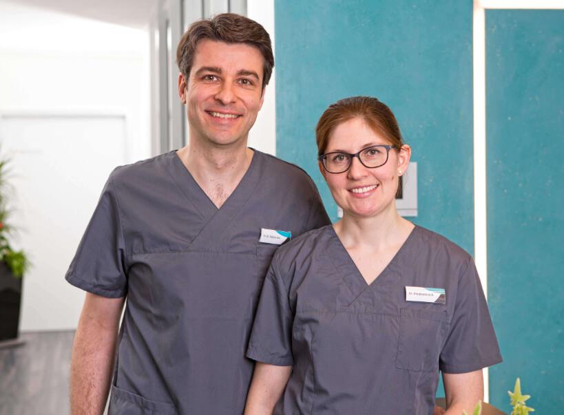 Das Team der MKG Chirurgie Weiden Dr. med. Dr. med. dent. Tobias Ach und Zahnärztin Dr. Stephanie Ach