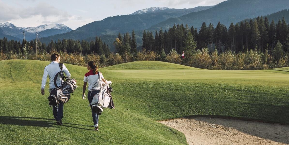 Golfclub Kitzbühler Alpen Golfplatz mit Golfspielern